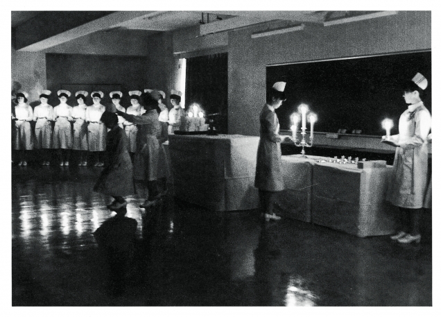 看護学校発足当時の1951(昭和26)年、1952(昭和27)年、1953(昭和28)年は、入学予科期間(6カ月)が無事終了し、看護学生としての適性が認められた結果として戴帽式が行われた。
