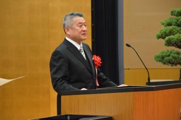 入学生に式辞を送る吉澤学長