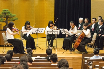 お茶の水管弦楽団の演奏