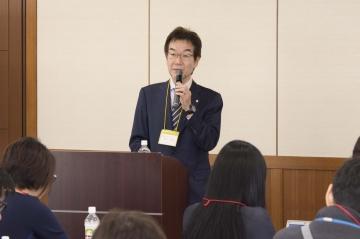 開会の挨拶をする田賀副学長