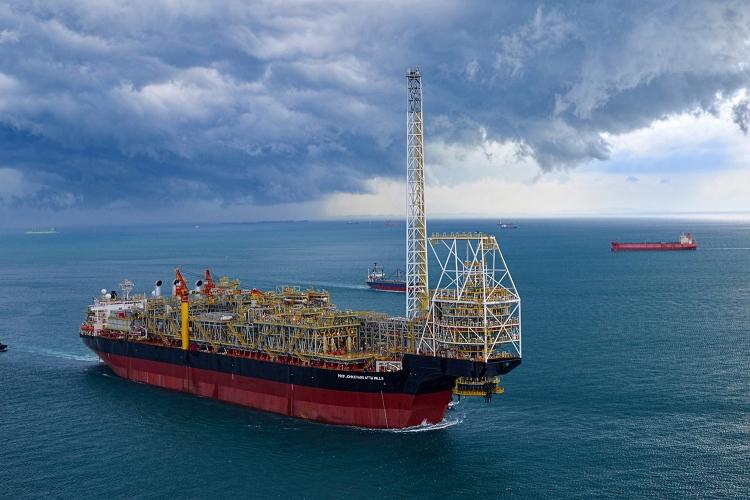海洋石油・ガス生産中のMV25社のFPSO (提供:三井海洋開発株式会社)