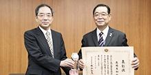 口腔機材開発工学分野の高橋英和教授が令和2年度産業標準化事業表彰・経済産業大臣表彰を受賞しました