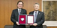 渡邉守理事・副学長(産学官連携・研究展開担当)が学長賞を受賞